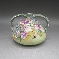 草花盛り上げ赤紫花文花瓶
