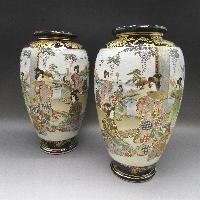 瑠璃地金襴手人物風俗文花瓶一対