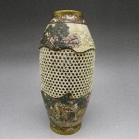 色絵透彫風景文花瓶